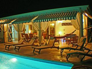 VILLA LA FLAMBOYANTE 4 **** &  4 Clésvacances - Le Francois vacation rentals