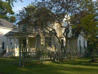 Victorian Style House Walk to Niagara Falls - Niagara Falls vacation rentals