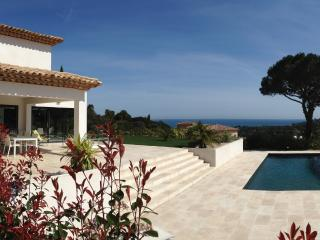 Villa Nartelle, Pet-Friendly Rental with a View of the French Riviera - Saint-Maxime vacation rentals