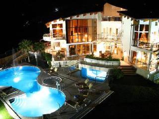 El Cid Villa features Jacuzzis, tennis court and a professional putting green - Puerto de la Duquesa vacation rentals