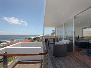 Strathmore House- 360° ocean views with pool- ensuite jacuzzi & near beach - Camps Bay vacation rentals
