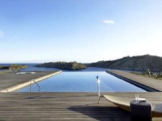 Gated Modern Ses Vistes on peninsula boasts panoramic views, infinity pool & close to beach - Cadaques vacation rentals