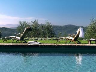 Delightful Villa La Giara offers private garden, fireplace and housekeeping - Lamporecchio vacation rentals