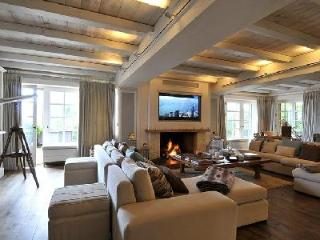 Luxury ski Chalet de Glisse offers jacuzzi, terrace and maid service - Megève vacation rentals