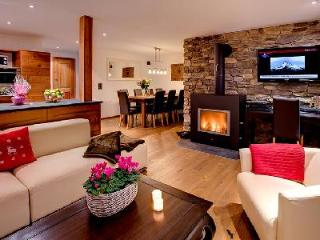 Close to ski lifts, hot tub, mountain views, private chefs - luxury chalet Pollux has it all! - Pointe Milou vacation rentals