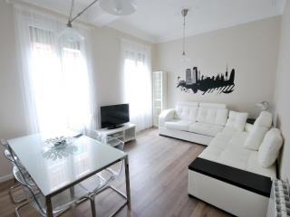 Wonderful 8 people Apartment next Sagrada Familia - Barcelona vacation rentals