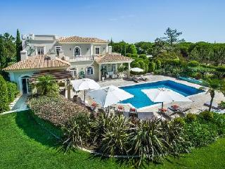 Elegant Yet Comfortable Villa Vermonte Featuring Air Conditioning & Heated Pool - Quinta do Lago vacation rentals