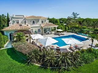 Elegant Yet Comfortable Villa Vermonte Featuring Air Conditioning & Heated Pool - Quinta do Lago vacation rentals