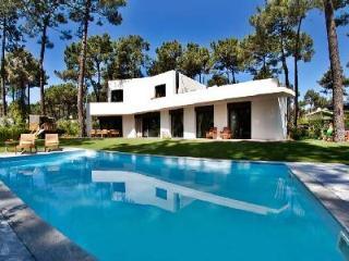 Family Friendly Villa Aroeira near Golf Resort s and Town offers Beautiful Garden, Pool & Staff - Sesimbra vacation rentals
