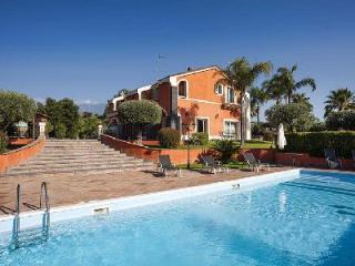 Villa Eden - Luxurious Catania villa with pool, sea views & spacious living area - Catania vacation rentals