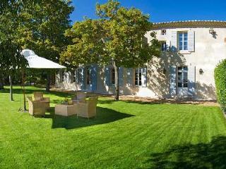 Authentic Provencal Manor House La Belle de Saumane with Pool, Beautiful Garden & Views - L'Isle-sur-la-Sorgue vacation rentals
