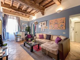 Elegant and Charming Navona Square Apartment - Rome vacation rentals