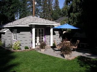 Second Street Cottage-secluded downtown Bend, OR - Oretech vacation rentals