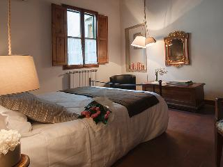 2 rooms flat, between Duomo and Uffizi - Yome - Florence vacation rentals