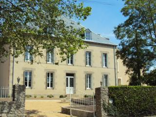 B&B in XIXth century house design and quiet - Les Herbiers vacation rentals