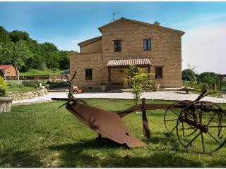 Il casale di Aurora Country villa,Haven Of Peace A - Marche vacation rentals