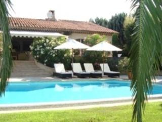 Splendid villa with pool close to St Tropez - Cogolin vacation rentals
