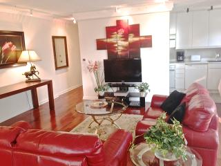 Contemporary Designer Unit, In Downtown Atlanta. - Atlanta vacation rentals