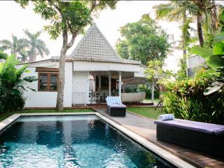 Nice and quiet Villa BALINESE Limasan 4pax - Canggu vacation rentals