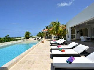 SPECIAL OFFER: St. Martin Villa 305 Absolutely Dazzling! With A Superb Open View To The Caribbean Sea, Baie Longue And Surrounding Areas. - Terres Basses vacation rentals