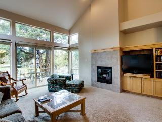 Single-story contemporary condo with amazing deck! - Redmond vacation rentals