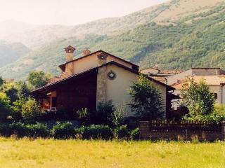Villa arcobaleno - L'Aquila vacation rentals