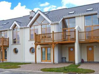 AT WATER EDGE, balcony, great views, marina location, in Tarmonbarry, Ref 23785 - Drumcong vacation rentals
