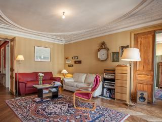 Le Pleyel-Spacious Apartment by the Champs Elysees - Paris vacation rentals