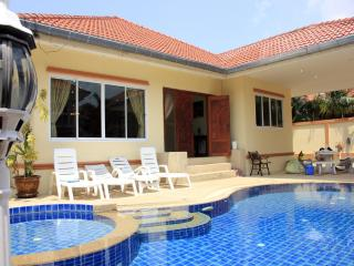 Jomtien Pool Villa - Chon Buri vacation rentals