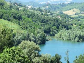 A beautiful house by the lake - Amandola vacation rentals