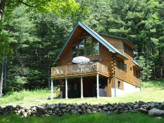 Beautifully decorated & immaculate log chalet - Canaan vacation rentals