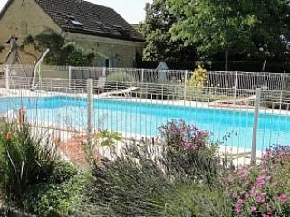 Delightful cottage in lush French countryside - Boissieres vacation rentals