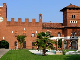 ASTI - Tenuta Morgnano B&B, Antignano €68/night - Canale vacation rentals