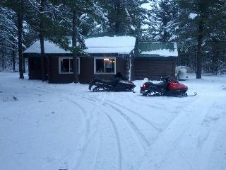 Cabin Fever- Log cabin on 5 wooded acres - Irons vacation rentals