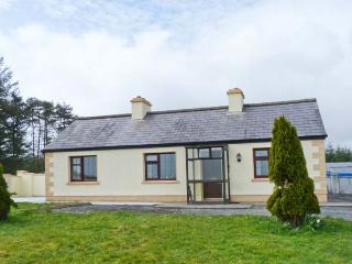 KNOCKASKIBBOLE all ground floor, multi-fuel stove, family-friendly in Castlebar Ref 23309 - Ballina vacation rentals