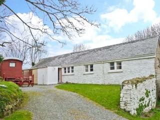 THE LONG BARN, converted milking parlour, single-storey, pet-friendly, near Little Haven, Ref 23757 - Little Haven vacation rentals