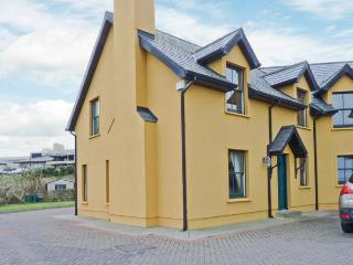 1 GOLFSIDE, pet-friendly family cottage, close to beaches and golf course, near Ballybunion, Ref 23741 - County Kerry vacation rentals