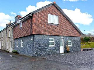 LOCK AND KEY COTTAGE, Juliet balcony, off road parking, garden, in Lampeter, Ref 23878 - Lampeter vacation rentals
