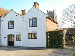 CHURCH COTTAGE, family-friendly, woodburning stove, peaceful location in Northrepps, Ref 24225 - Cambridgeshire vacation rentals
