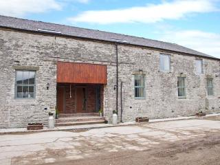 WOODLANDS, large barn conversion, great views, upside down layout, in Cowdale, Ref 24390 - Eyam vacation rentals