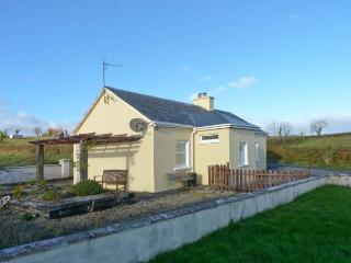 OILEAN FHONN, detached cottage with multi-fuel stove, patio, Kildysart, Kilrush Ref 19641 - Kilrush vacation rentals