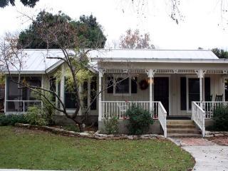 Creek Street: Cottage - Fredericksburg vacation rentals