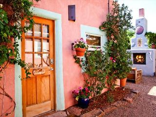Casita Agosto - Outdoor Hot Tub with Fireplace, Walk to Plaza. From $75/nt! - Santa Fe vacation rentals
