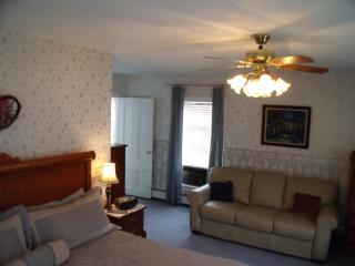 Thames House Guest House-Blue Suite - Narragansett vacation rentals