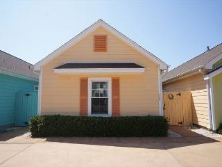La Casita Tortuga is a cozy, colorful Beach Bungalow in a great location! - Texas Gulf Coast Region vacation rentals