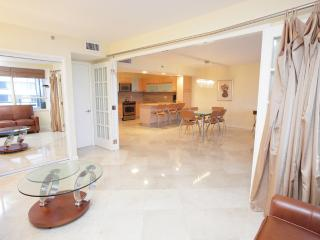 Miami Beach 921 Luxurious 2 Bedr Magnificent Views - Miami Beach vacation rentals