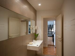 Next to navona luxury 2 bedrooms, 2 bathrooms 4/6 - Rome vacation rentals