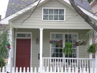 Rose Cottage-Victorian District near Forsyth Park! - Savannah vacation rentals