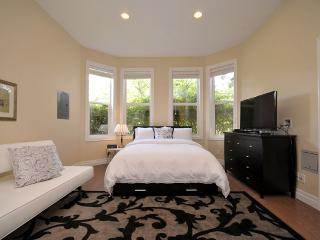 Luxury Suite in Rockland Area Near Downtown - Victoria vacation rentals