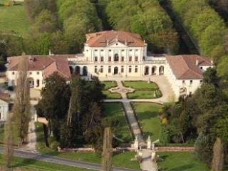 Stunning Villa Near Venice - Private Pool + Chef - Piombino Dese vacation rentals